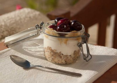 Oat overnight, yogurt and fruit of the season