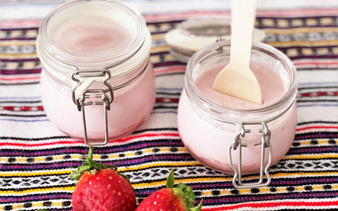 Iogurtes de morango com gelatina by definitivamentesaodois